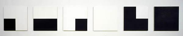 6 répartitions aléatoires de 4 carrés noirs et blancs d'après les chiffres pairs et impairs du nombre Pi